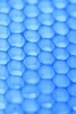 Abstraktes Bienenwabenzellmuster in den blauen Tönen Lizenzfreie Stockfotografie