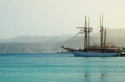 Abstraktes Bild der Yacht in Meer Stockfotografie