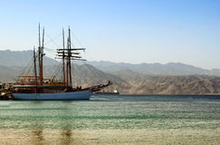 Abstraktes Bild der Yacht in Meer Lizenzfreie Stockfotografie