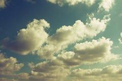 Abstraktes Bild des blauen Himmels mit Wolken Stockfotografie