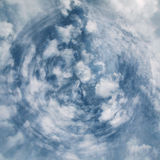 Abstraktes Bild des blauen Himmels mit Wolken Stockfoto