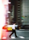 Abstraktes Bild des Mannes auf Zebrastreifen Stockfotografie