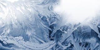 Abstraktes Bild des Winterfrosts auf der Fensternahaufnahme Stockbilder