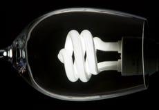 Abstraktes Bild einer Glühlampe in einem Glas Stockbilder