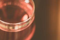 Abstraktes Bild eines Glases Weins Stockfoto