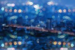 Abstraktes Bild verwischt von den Stadtlichtern Stockfotografie