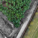 Abstraktes Bild von einer vertikalen Luftaufnahme, teils entwickelt und in Schwarzweiss entfremdet Lizenzfreie Stockfotos