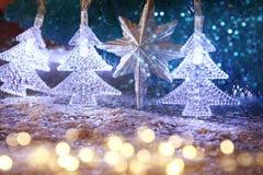 Abstraktes Bild von Weihnachtsbaum-Girlandenlichtern Stockfoto