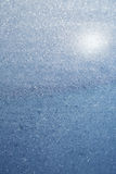 Abstraktes blaues bokeh defocused Hintergrund Lizenzfreies Stockbild