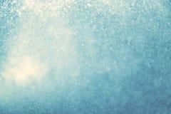 Abstraktes blaues bokeh oder Funkelnlicht für Weihnachtshintergrund Stockfotografie