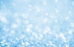 Abstraktes blaues Funkelnbokeh und -schneeflocke Stockfotografie