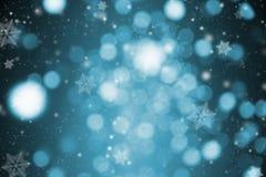 Abstraktes blaues Funkelnbokeh und -schneeflocke Konzeptweihnachten Stockbilder