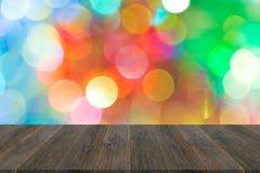 Abstraktes bokeh des Lichtes mit hölzerner Terrasse Lizenzfreies Stockfoto