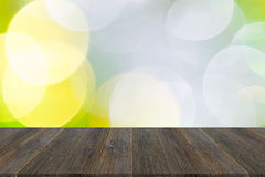 Abstraktes bokeh des Lichtes mit hölzerner Terrasse Lizenzfreies Stockbild