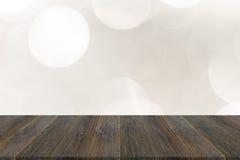 Abstraktes bokeh des Lichtes mit hölzerner Terrasse Stockfotografie