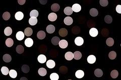 Abstraktes bokeh von wei?en Stadtlichtern auf schwarzem Hintergrund defocused und verwischt vielen ringsum Licht stock abbildung