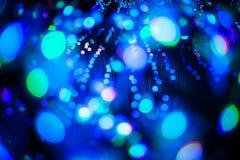 Abstraktes bokeh würzen blauer purpurroter heller Funkelnhintergrund für Weihnachts- und des neuen Jahresfestival Stockfotografie