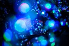 Abstraktes bokeh würzen blauer purpurroter heller Funkelnhintergrund für Weihnachts- und des neuen Jahresfestival Lizenzfreie Stockbilder