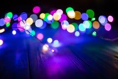 Abstraktes buntes Bokeh-Licht im Nachthintergrund Stockfotos