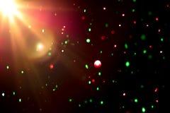 Abstraktes buntes bokeh Licht mit hellem Aufflackern auf schwarzem Hintergrund Stockbilder