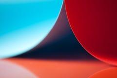 Abstraktes Detail der wellenartig bewogenen Struktur des farbigen Papiers Lizenzfreie Stockfotos