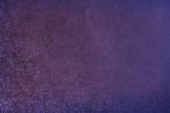Abstraktes dunkles bokeh beleuchtet des Purpurs, Schwarzen und subtilen Gold des Hintergrundes, Defocused Hintergrund Stockfotografie