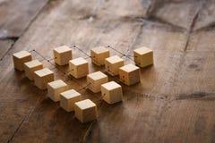 abstraktes Foto des Zusammenhangkonzeptes, Wesen, Hierarchie und Stunde verbinden stockbilder