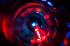 Abstraktes Foto von undeutlichen Lichtquellen von verschiedenen Farben verdreht in einen Kreis lizenzfreie stockbilder