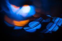 Abstraktes Foto von unscharfen Lichtquellen in den orange und blauen Farben lizenzfreie stockfotografie