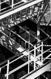 Abstraktes Fragment der Metalltreppe Stockfotografie