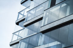 Abstraktes Fragment der modernen Architektur, blauer Ton Lizenzfreie Stockfotos