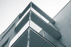 Abstraktes Fragment des modernen Wohnblocks Stockfotografie