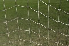Abstraktes Fußballnetz gegen grünes Gras Lizenzfreie Stockbilder