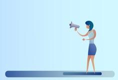 Abstraktes Geschäftsfrau-Griff-Megaphon-Lautsprecher-Digital-Marketing-Konzept Stockbild