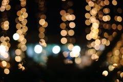 Abstraktes Gold-bokeh auf dunklem Hintergrund, Weihnachten verwischte Hintergrund Stockfotografie