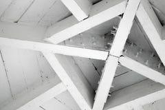 Abstraktes hölzernes Architekturfragment, Dachmitte Lizenzfreies Stockbild