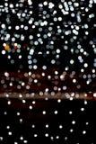 Abstraktes helles bokeh als Hintergrund defocused und viele verwischt rundes Licht auf schwarzem Hintergrund stock abbildung