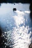 Abstraktes Hintergrund bokeh auf Wassersegelboot Lizenzfreie Stockfotografie