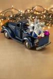 Abstraktes Hintergrundmuster der weißen Sterne auf dunkelroter Auslegung Aufnahme mit Weihnachtsdekoration Lizenzfreie Stockbilder