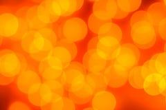 Abstraktes Hintergrundmuster der weißen Sterne auf dunkelroter Auslegung Festlicher Goldzusammenfassungshintergrund mit boke Lizenzfreie Stockfotos