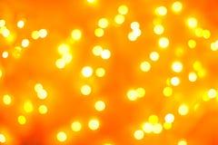 Abstraktes Hintergrundmuster der weißen Sterne auf dunkelroter Auslegung Festlicher Goldzusammenfassungshintergrund mit boke Lizenzfreies Stockbild