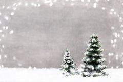 Abstraktes Hintergrundmuster der weißen Sterne auf dunkelroter Auslegung Weihnachtsstern und Sankt-Hut Grußauto Lizenzfreies Stockbild