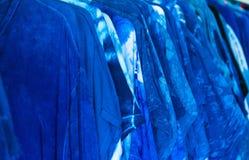 Abstraktes Indigo gefärbt und strukturierter Hintergrund der Kontur lizenzfreie stockbilder