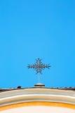 abstraktes Kreuz herein und der Himmelhintergrund Lizenzfreies Stockfoto