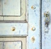 Abstraktes Kreuz schloss hölzernes Tür venegono Varese Italien Lizenzfreie Stockfotos