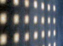 Abstraktes Licht auf einer Schmutzbetonmauer Lizenzfreie Stockfotos