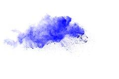 Abstraktes mehrfarbiges Pulver splatted auf weißem Hintergrund Stockbild