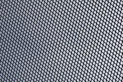 Abstraktes Metallgitter über Wolkenhimmel der Satellitenschüssel Stockfotografie