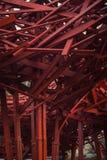 Abstraktes modernes hölzernes Architekturfragment Rote Gestaltungselemente Lizenzfreie Stockbilder