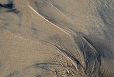 Abstraktes Muster auf dem Strandsand stockfotos